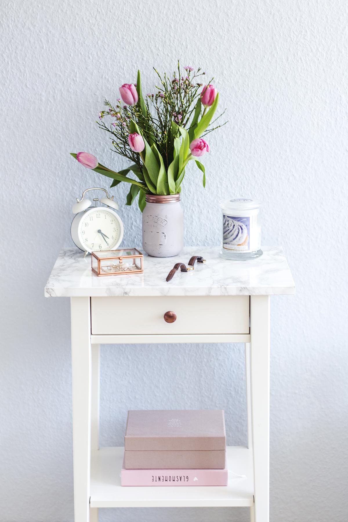Ikea hack aus nachttisch hemnes wird mit marmorfolie ein for Marmortisch modern
